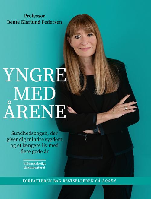 Yngre med årene - Bente Klarlund Pedersen - Bøger - Gyldendal - 9788702300147 - 25. september 2020