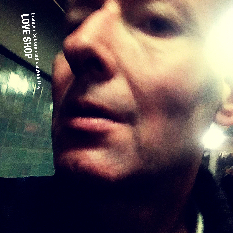 Brænder Boksen med Smukke Ting - Love Shop - Musik -  - 0602577426759 - 8/3-2019